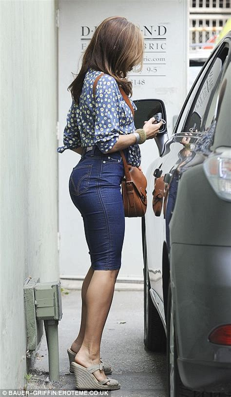 Mendes Workout And Jean Diet by Mendes Slips Into A Tight Pencil Skirt
