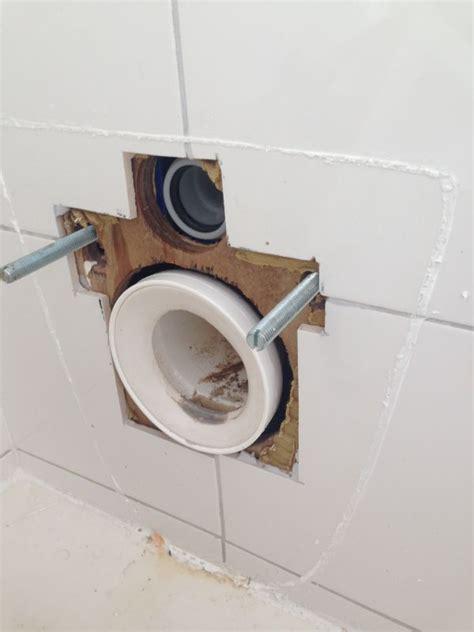 inbouw wc lekt wc afvoer lekt
