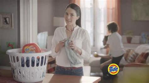 waitress actress tide pods girl in tide pods commercial waitress