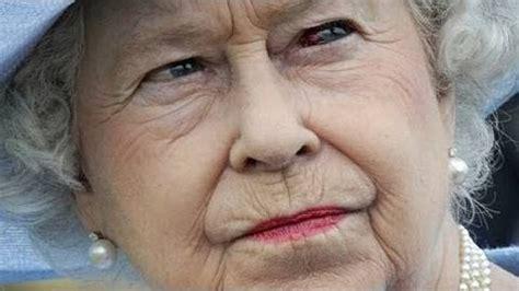queen elizabeth shapeshifting on live tv goes viral reptilianqueen queen elizabeth shapeshifting on live
