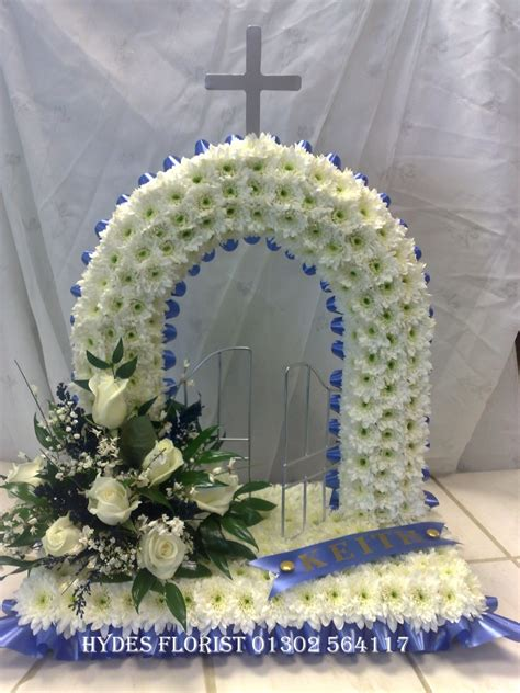 hydes florist bespoke funeral tributes gallery