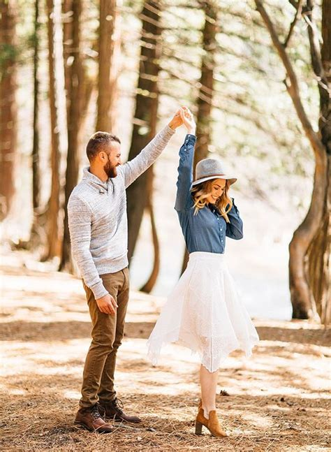 creative fall engagement photo shoots ideas