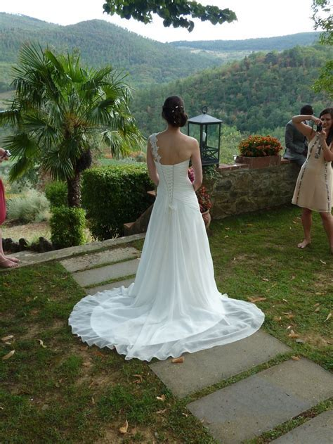 Amanda Wyatt, Gayle dress, Ivory, Size 8 from Brides Pages
