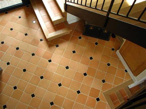 nymphas noirs terres de b005r2108m fabricant carreaux et carrelage en terre cuite artisanal c 233 ramique du beaujolais