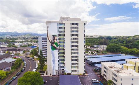 low income housing oahu hawaii street artist paints massive mural to welcome home hokulea grindtv com