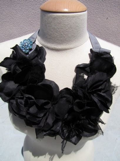 collane con fiori di stoffa collane di stoffa fai da te foto pourfemme