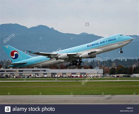 a korean air cargo boeing 747 747 400f hl7434 air cargo freighter stock photo royalty free