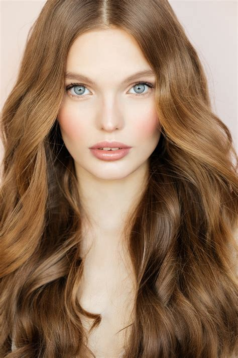 what colors look with brown hair 20 striking shades of honey brown hair