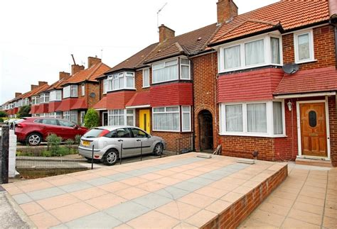 2 bedroom terraced house to rent in pears road hounslow