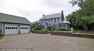 Amityville House Today by Amityville Horror House Back On Market As Owners Drop