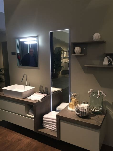 20 Towel Display Ideas For Contemporary Bathrooms Innovative Bathroom Storage