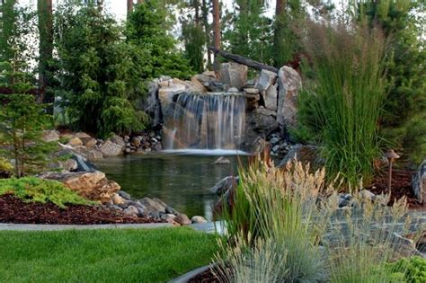 cascate da giardino giochi d acqua 42 idee tra fontane e cascate per