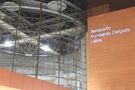 porto to lisbon airport how to get from lisbon airport to city center without