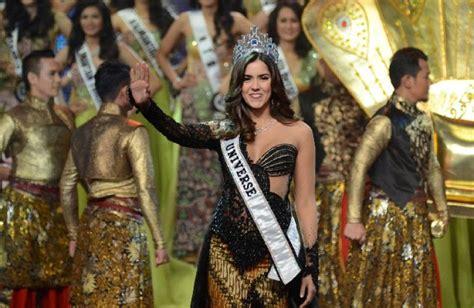 Batik Kebaya Ratu 2 potret anggunnya ratu kecantikan dunia saat kenakan kebaya