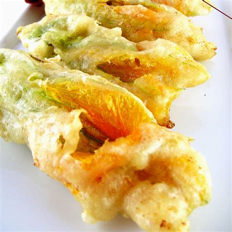cucinare fiori di zucca fritti ricetta fiori di zucca fritti diario di cucina expat