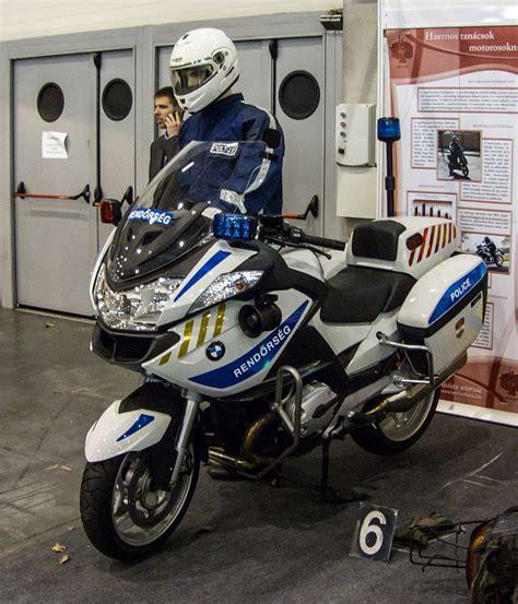 Motorrad Tuning Basel by Bmw Polizei Motorrad Der Ungarischen Polizei Ausgestellt