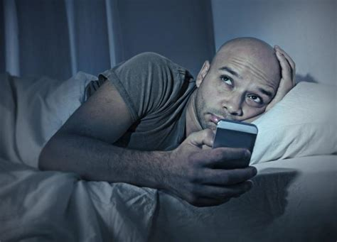 phone in bed extreme social media use can cause sleep disturbance study ny daily news
