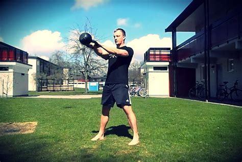 sa swinging s 229 utf 246 r du kettlebell swing tips och teknik styrkelabbet