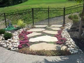 25 spectacular small backyard landscaping ideas sloe