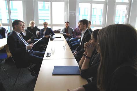 Bewerbung Commerzbank Duales Studium Im Bewerbungsgespr 228 Ch 252 Berzeugen Accadis Hochschule Bad
