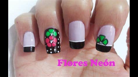 imagenes de uñas decoradas en tonos oscuros decoraci 211 n u 209 as con flores neon sobre fondo oscuro