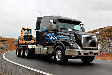 volvo heavy truck volvo s vnx heavy hauler now available as tri drive