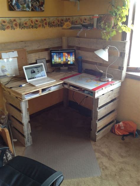 make all from wood 25 best ideas about pallet desk on pinterest desk ideas