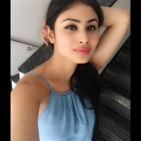 Srk House by Download Famous Tv Star Mouni Roy Images In Hd