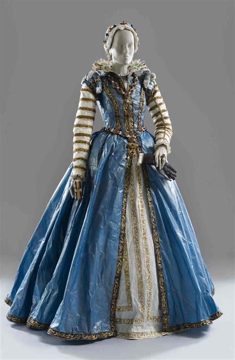 Paper Dresses - paper dresses inspired by renaissance finery isabelle de