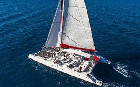 catamaran excursion santorini santorin en voilier location bateaux catamarans santorin