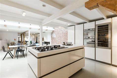 woonkamer keuken eettafel in een woonkamer met open keuken inrichting