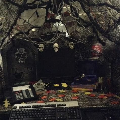 halloween themes at work ideas for office cubicle decorating ermigerd