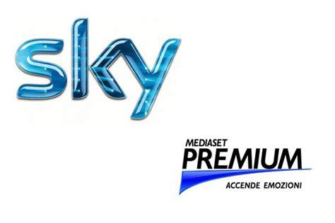 L 4286 C Nel Logo Premium sky mediaset torna di moda la fusione