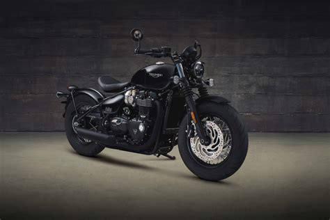 black motorcycle 2018 triumph bonneville bobber black revealed motorcycle com