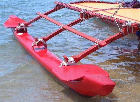 hawaiian boat file outrigger on hawaiian sailing canoe png wikimedia