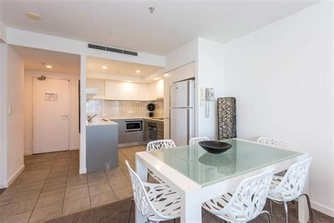 2 bedroom apartments surfers paradise accommodation artique surfers paradise gold coast accommodation