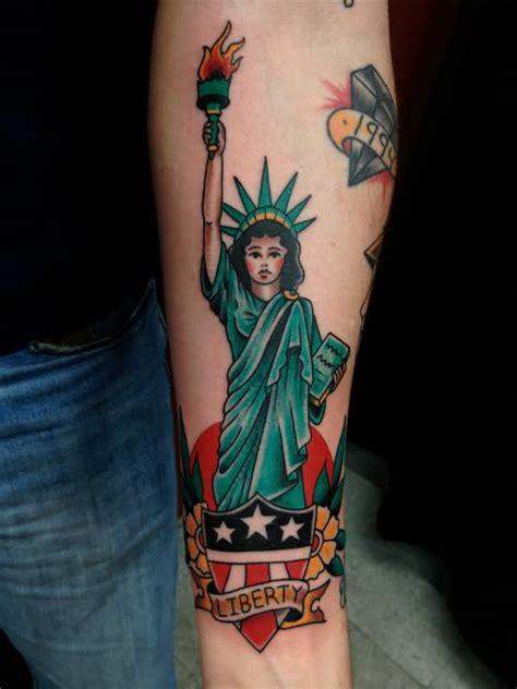 latin tattoo artists nyc 11 statue of liberty tattoos on forearm