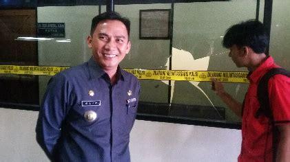 Kaca 2 Pecah insiden pecah kaca humas dprd lung mengaku kecolongan jejamo
