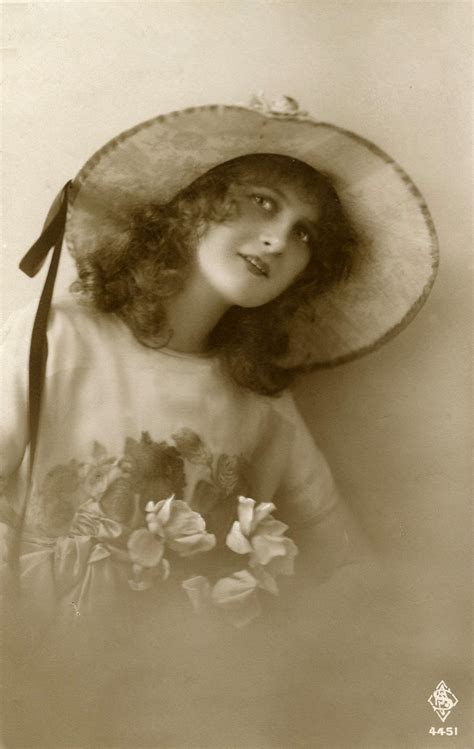 lade vintage photo pretty vintage with big hat the