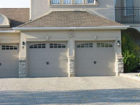 Garage Door Exterior Trim Molding And Keystones Garage Doors Exterior House Decorating Ideas Columns