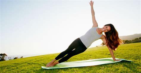 imagenes de yoga para una sola persona posturas de yoga para personas poco flexibles enforma180