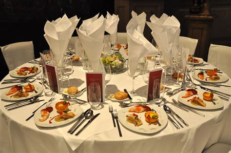 Dining Table Etiquette India Table Manners While Dining Indian Delicacy