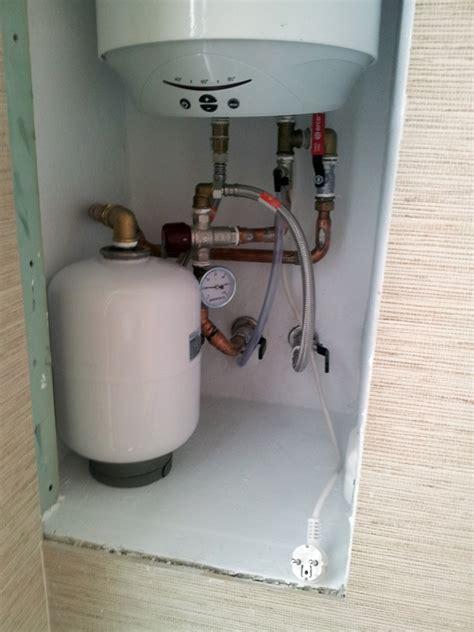 Fontaneria Navarra #3: Instalacion-hidraulica-de-calentador-electrico_312833.jpg