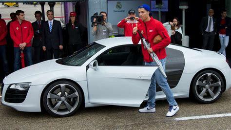 Ronaldo Teuerstes Auto by Dienstwagen Der Fu 223 So Fahren Messi Ronaldo
