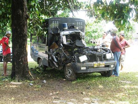 Lu Sirine Mobil Patroli disetir pelajar mobil patroli tabrak pohon bengkulu ekpsress