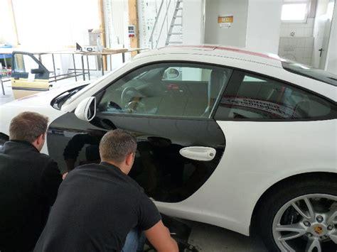 Autofolierung Entfernen Kosten by Folie Abziehen Vom Fahrzeug L 246 Sen Der Folien Folie