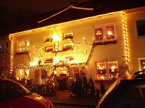 christmas decorated houses file house decorated for christmas jpg wikimedia commons
