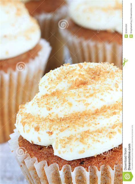 zuckerglasur kuchen k 228 se zuckerglasur der k 252 rbis gew 252 rz kleinen kuchen mit
