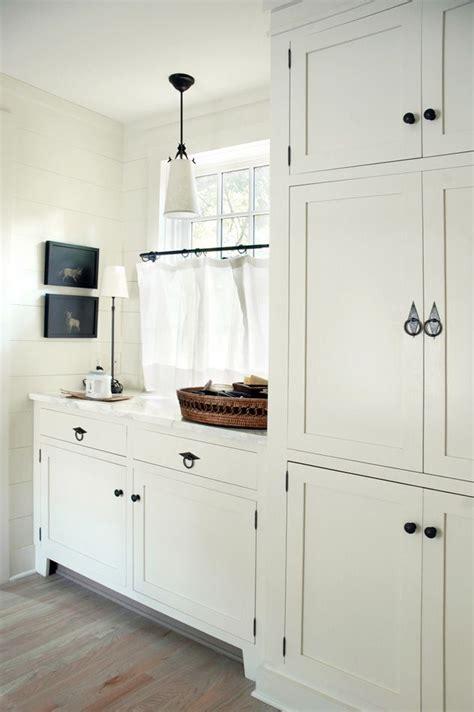 white shaker kitchen cabinet hardware ideas white shaker style cabinets nice hardware this would