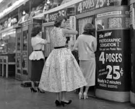 1950s by 40 Stunning Black And White Photos Capture Everyday Life